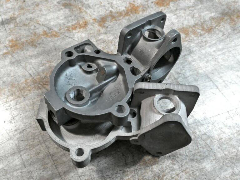 3D tlač časti motora vrátil závodný špeciál späť natrať
